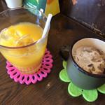 バニヤン - オレンジジュース&アイスコーヒー(食後のドリンク)