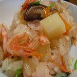 銀釜 - 釜飯のアップ 桜海老 椎茸 筍 三つ葉