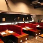 加藤牛肉店シブツウ - テーブル席は全3テーブル