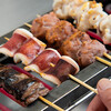 たこといかのでん - 料理写真:イカ串・マグロ皿合串焼いている所