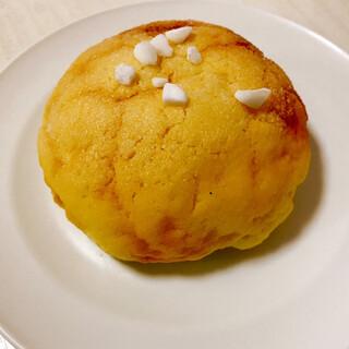 レ フレール ムトウ - 料理写真:メロンパン。粗く砕いた角砂糖がアクセント。