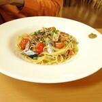 オステリア グラート - 料理写真:さんまのペペロンチーニ