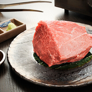 上質な国産黒牛の焼肉を、視覚からもお楽しみいただけます。