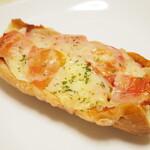 カトレア - トマト,イタリアンソーセージのタルティーニ