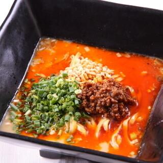 辛いだけじゃない!旨さが光る凛花名物のタンタン麺をランチで!