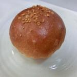 ベーカリーマサ - 一番人気のクリームパン・160円