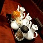 中華料理 太一 - 卓上の調味料