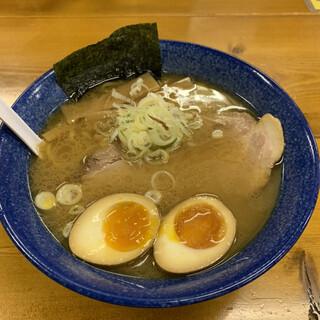 らーめん本丸 - 料理写真:「しおラーメン+味玉」900円