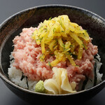 板前寿司 離れ個室 - とろたく丼