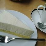 カフェバルコニー - カレーセットのケーキは好きなものを選べる