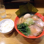 麺屋うしまる - 牛骨らーめん 全部のせ(990円)+小ライス(無料)