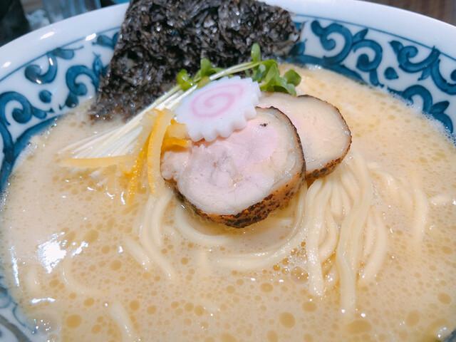 名物よだれ鶏と濃厚鶏白湯麺MATSURIKA 武蔵新田の料理の写真