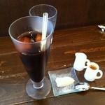 Vialetto - 氷が溶けてもしみでてくるのはコーヒー