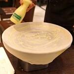 フォカッチェリア ラ ブリアンツァ - ファリナータ(ひよこ豆の粉)を銅板オーブンで20ー30分焼いた無発酵パン