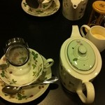 13756087 - ポットで紅茶を頂きました