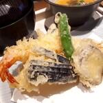 神楽坂 SHUN - ⚫天ぷら 海老、茄子、サツマイモ、ししとう ついでに焼き秋刀魚まで❗熱々です(*´ェ`*)