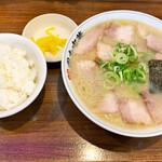 岡本中華 - 美味しいコンビ