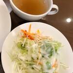 岡山グルメと珈琲 ALOALO - セットのスープとサラダ