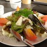 山形焼鳥 野菜串 チーズ ワイン フェニックス - モッツアレラトマトサラダ