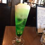 珈琲館 麗 - クリームソーダって色が綺麗