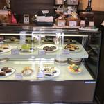 珈琲館 麗 - ケーキのショーケース