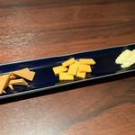 Cheese and BAR - チーズ3種盛り