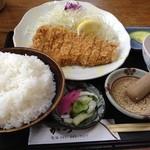 とんかつ専門店 かつ一 - 料理写真:ロースカツ定食、ご飯大盛(940円