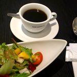 カフェ コムサ - セットのサラダとブレンドコーヒー