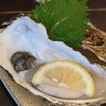 アキバの酒場 - 隣の客はよく牡蠣食う俺だ!なんとか産の生牡蠣!