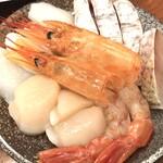 hinabemita - 魚介セット(海老、ホタテ、烏賊、魚) 。