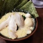 横浜家系ラーメン 喜多見家 -  喜多見スペシャル(油少なめ)¥950-~うまい(麺が少なめでした。次は大盛りかな)