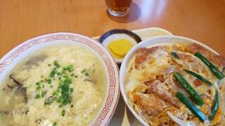 らいらい - カツ丼(沢庵付)700円込スープ(卵とキクラゲ)350円込