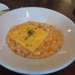 バツ - ベーコンと白いんげん豆のトマトリゾット、チェダーチーズのせ