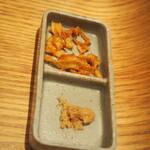 銀座 篝 - 薬味(フライドオニオン、生姜)