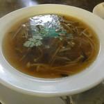 三味菜館 - 料理写真:醤油ふかひれスープ