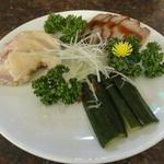 13761692 - 前菜3種盛り合わせ(蒸し鶏、チャーシュー、キュウリのピリ辛甘酢漬け)