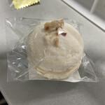 菓子工房サンディアル - 料理写真:マカロン ヘーゼルナッツ