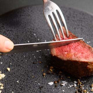 """餌からこだわる""""あか牛""""や、旨味を引き出したジビエ肉をどうぞ"""