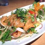タイ田舎料理 クンヤー - ヤムサーモン(鮭のスパイシーサラダ) 1,250円