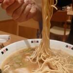 珍遊 - 中華そばは細麺!