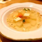 ソムタムダー - 付属のスープ