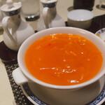ホテルオークラ レストラン横浜 中国料理 桃源 - 伝統のかにの卵入りふかひれスープ 2,200