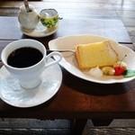 モカモアコーヒー - 日替コーヒーとふわふわシフォンケーキ