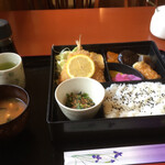 ガーデン茶屋北山 - 料理写真:味噌汁の具は豆腐、若布、素麺