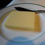 エピスカネコ - バター