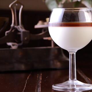 ワイングラスでブレンドしながら楽しむ「オレグラッセ」