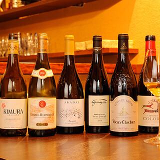 世界中から厳選したワインはリーズナブルな600円台からご提供