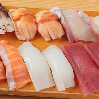 新鮮な魚介を使用した握りの中には、珍名寿司もご用意!