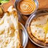 カナック - 料理写真:ナン2種(チーズナン・プレーン)