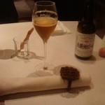 ワイン蔵で楽しむ美食 TERRA - テーブル席には、僕の名前の書かれたリザーブ席のカードがあり、おもてなしの心使いに感心